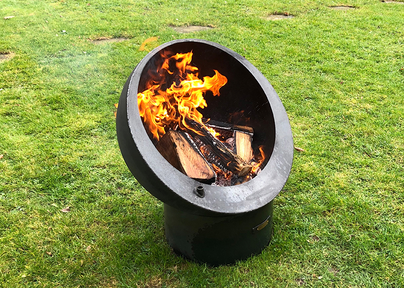Fire pit Tilted Sphere 70 with swing arm bbq rack