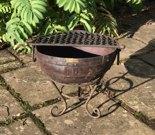 Kadai 40 & BBQ Rack in garden