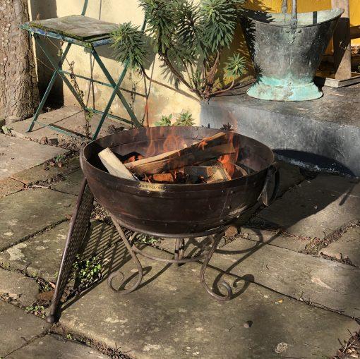 Kadai 40 & BBQ Rack lit in garden