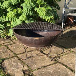 Kadai 80 & BBQ Rack in garden